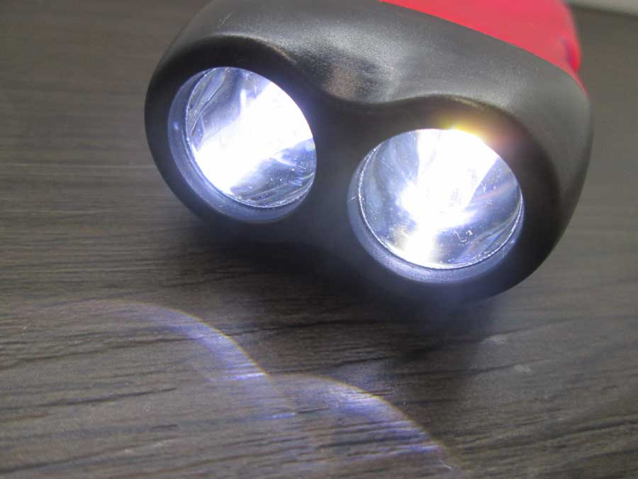 手動発電2LEDライト 電池交換後