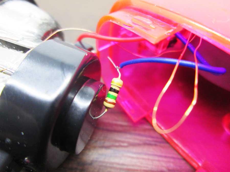 手動発電2LEDライト 分解4 抵抗