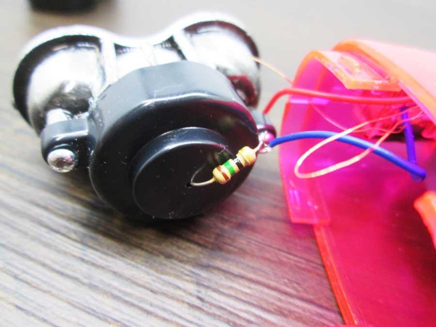 手動発電2LEDライト 分解5