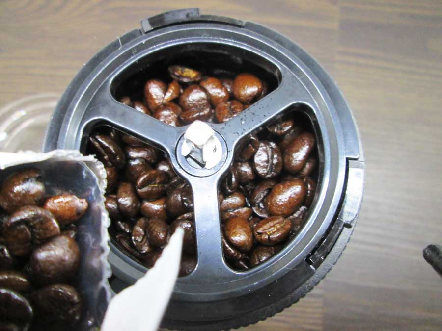 コーヒーミル 挽く