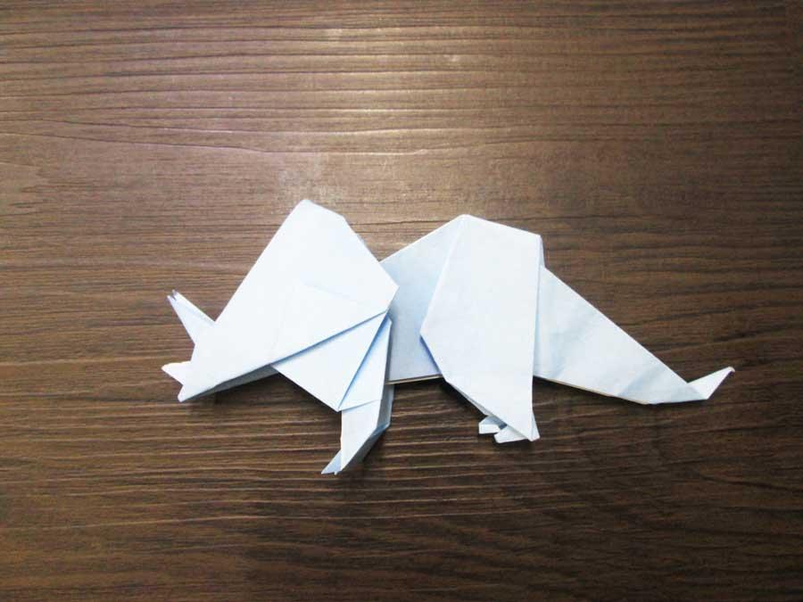 恐竜折り紙 トリケラトプス 頭と体