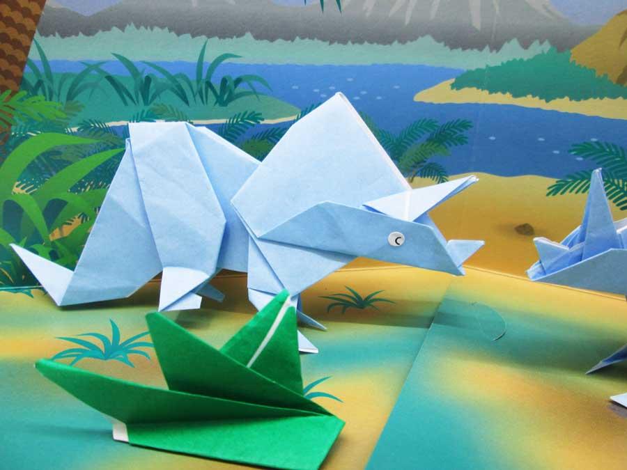 恐竜折り紙 トリケラトプス 完成