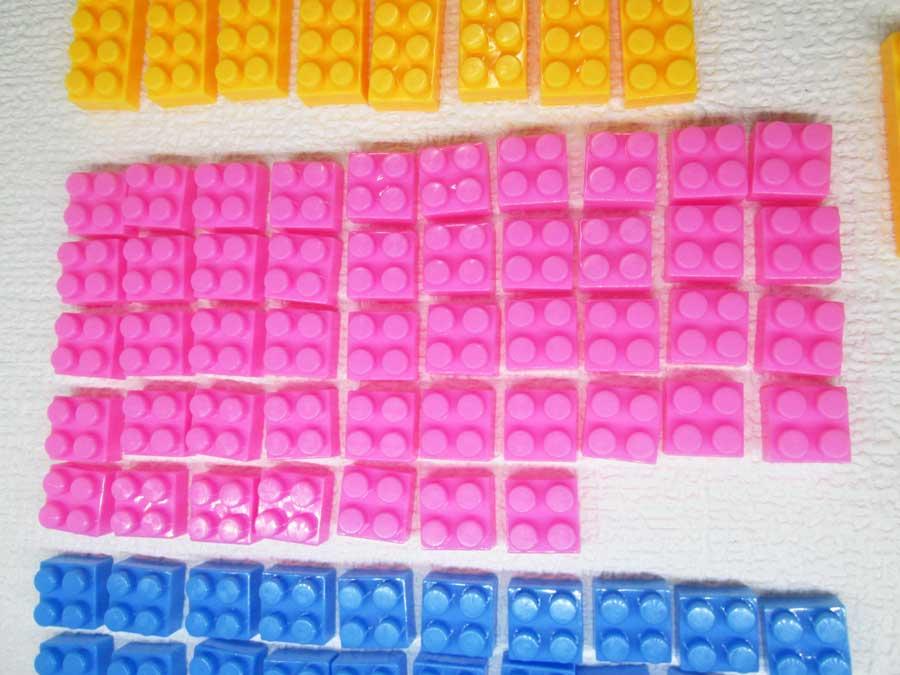 DAISO 300円 ブロック 2×2 ピンク色