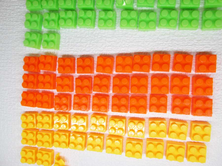 DAISO 300円 ブロック 2×2 オレンジ色