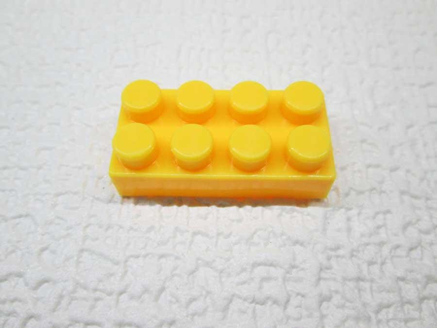 DAISO 300円 ブロック 2×4 黄色