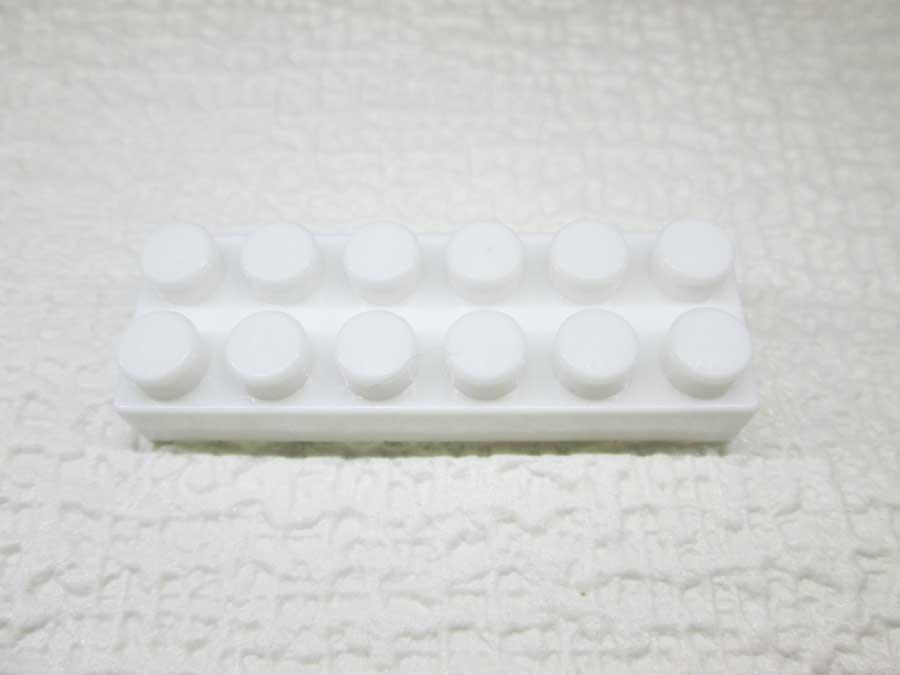 DAISO 300円 ブロック 2×6 白色