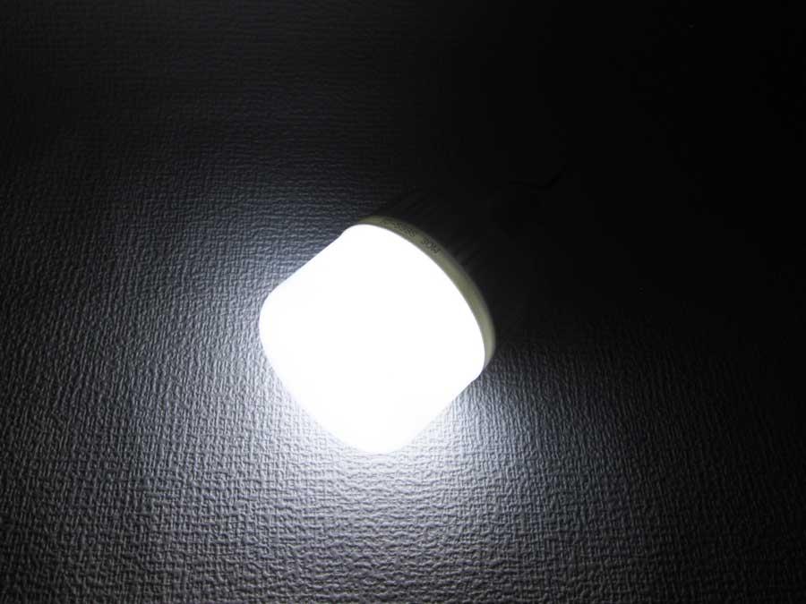 ダイソー 6SMD 伸縮ランタン 明るさ比較 30W-2