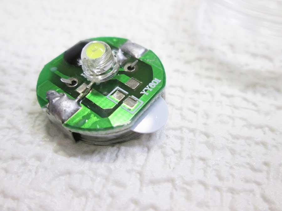 セリア アウトドアグッズ1 テントロープ用LEDライト4
