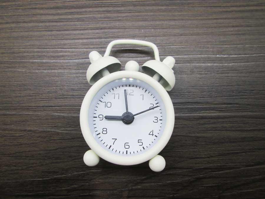 ダイソー ミニ目覚まし時計 本体 表側