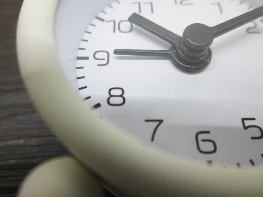 ダイソー ミニ目覚まし時計 文字盤2