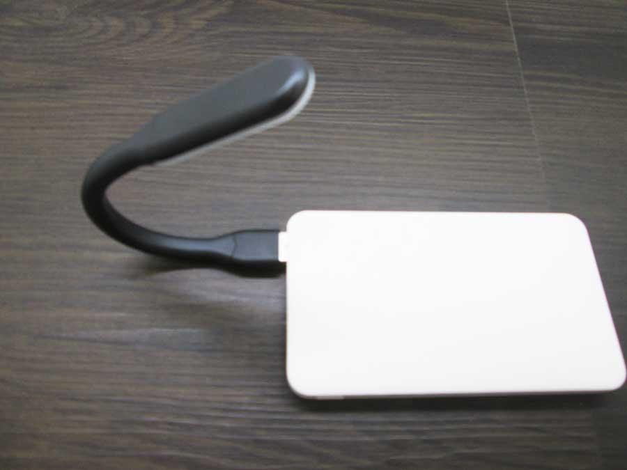 ダイソー USBタッチセンサーライト モバイルバッテリー7