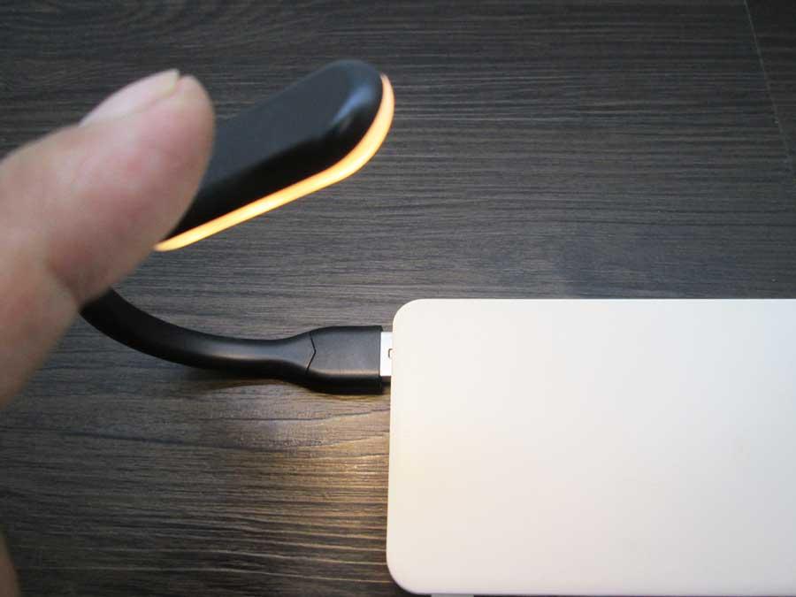 ダイソー USBタッチセンサーライト モバイルバッテリー3