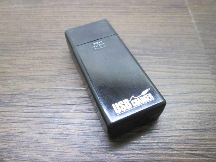 ダイソー USBタッチセンサーライト 電池式USBチャージャー3