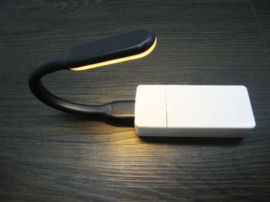 ダイソー USBタッチセンサーライト 電池式USBチャージャー2