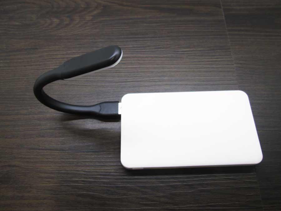 ダイソー USBタッチセンサーライト モバイルバッテリー8