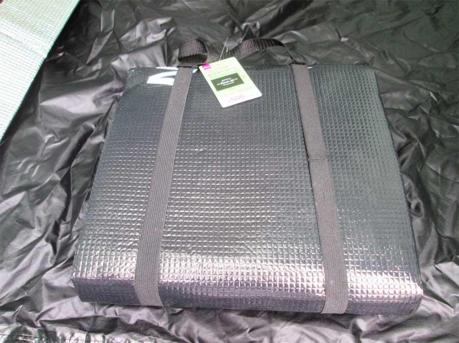 ダイソー 封筒型シュラフ 寝袋 テント4
